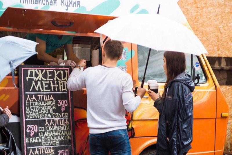 Заведения стрит-фуда и рестораны = конкуренция?